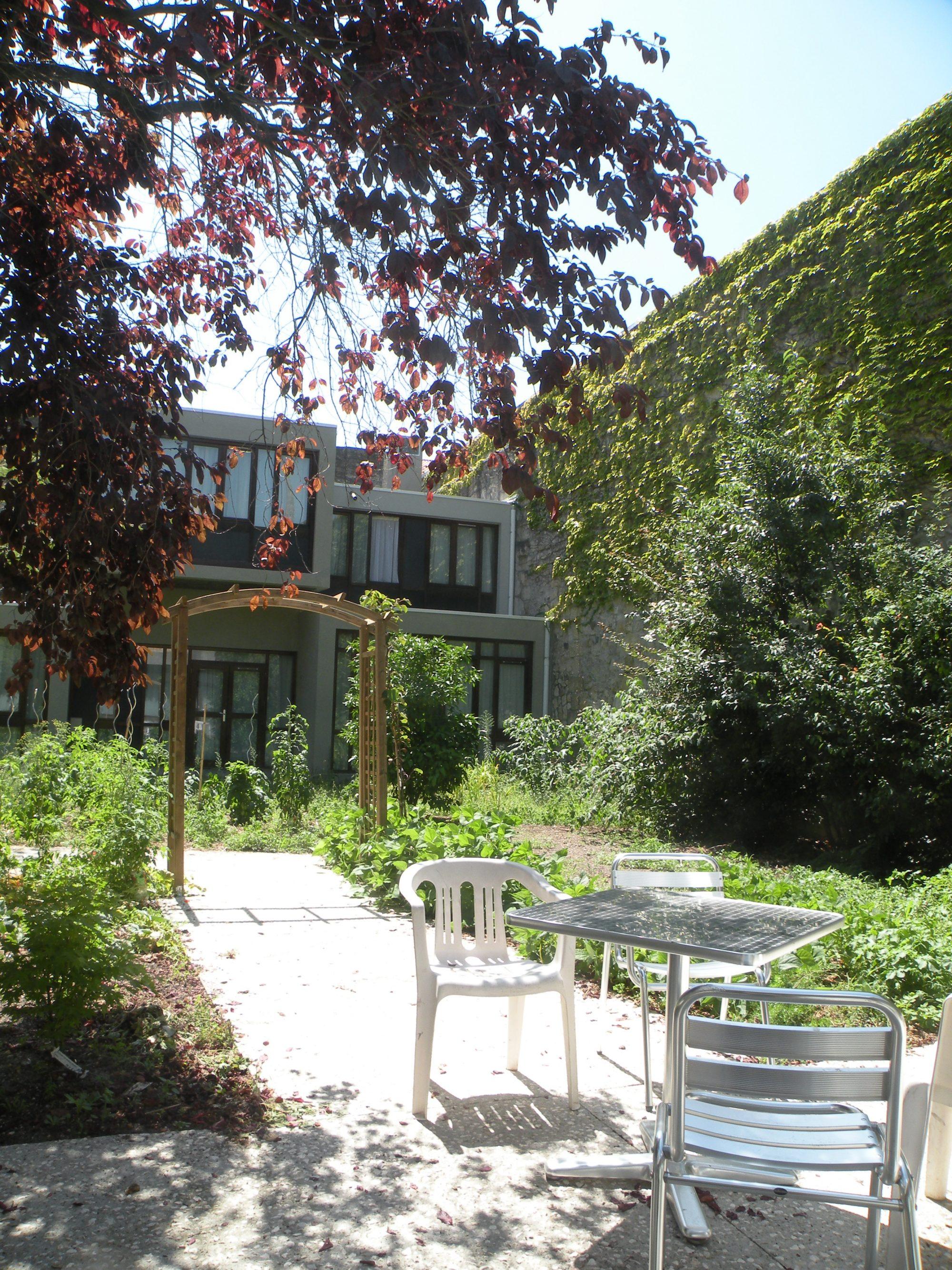 Le jardin de la résidence Rosa-Parks@Habitat Jeunes L'Eveil