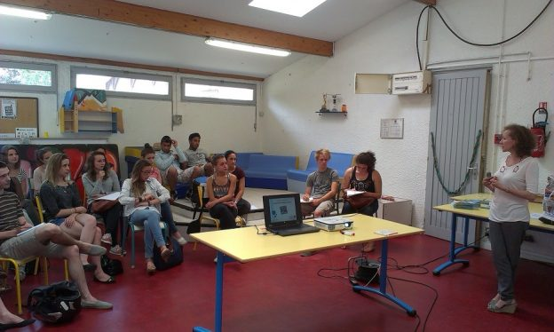Former les relais enfance sur la protection solaire © Ligue contre le cancer Gironde