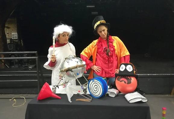 Deux comédiennes ont adapté le livre de Florence Deyres © CaféMusic