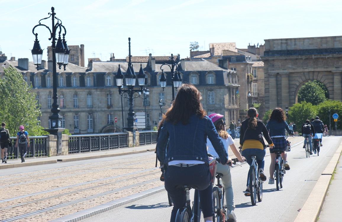 L'accès du Pont de pierre réservé aux modes de déplacement doux © B. Chapard